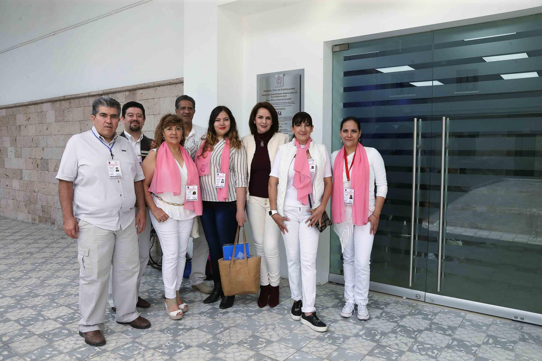 Psicóloga Esther Cisneros Quirarte y su equipo de profesionales de la Psicología