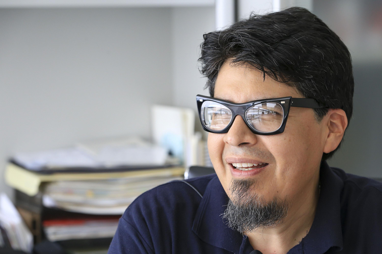 El doctor Juan Antonio Hernández Barraza durante la entrevista para este articulo