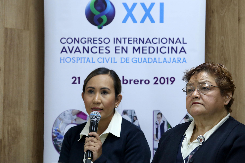 Licenciada en enfermería Adriana Flores Saavedra haciendo uso de la palabra durante la rueda de prensa