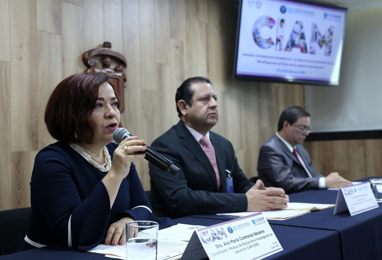 Coordinadora del módulo, doctora Ana María Contreras Navarro, haciendo uso de la palabra durante la rueda de prensa
