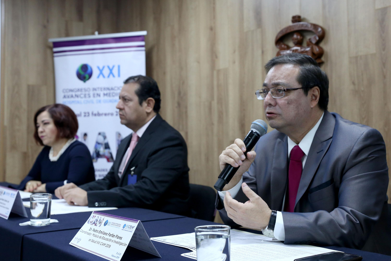 Coordinador del Módulo de Educación e Investigación en Salud, del vigésimo primer Congreso Internacional Avances en Medicina, doctor Pedro Emiliano Farfán Flores participando en rueda de prensa