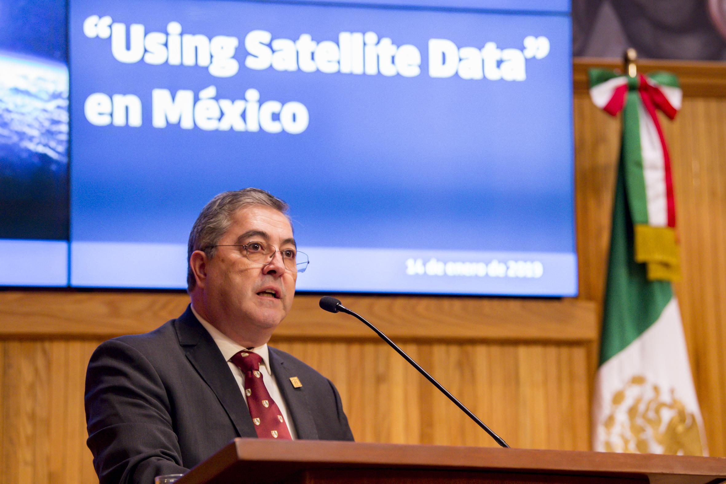 Rector del Centro Universitario de Ciencias Biológicas y Agropecuarias (CUCBA), doctor Carlos Beas Zárate, durante la inauguración del diplomado de uso de datos satelitales