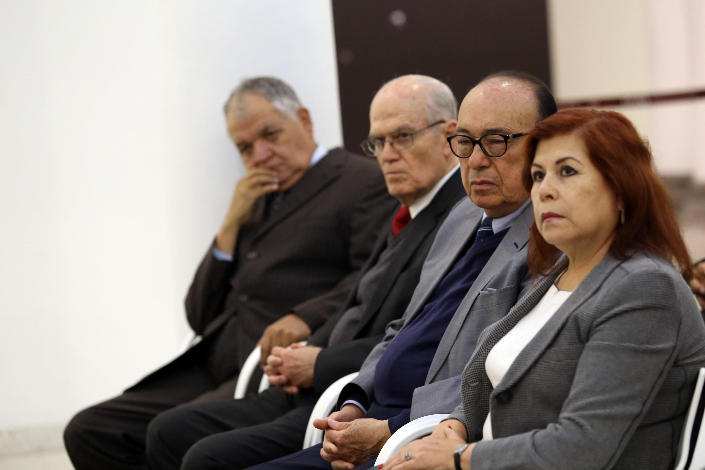 Familiares y amigos escuchando desde su asiento las palabras de los oradores invitados