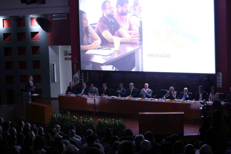 Vista panorámica de la ceremonia de informe de actividades 2018 del doctor Jaime Andrade