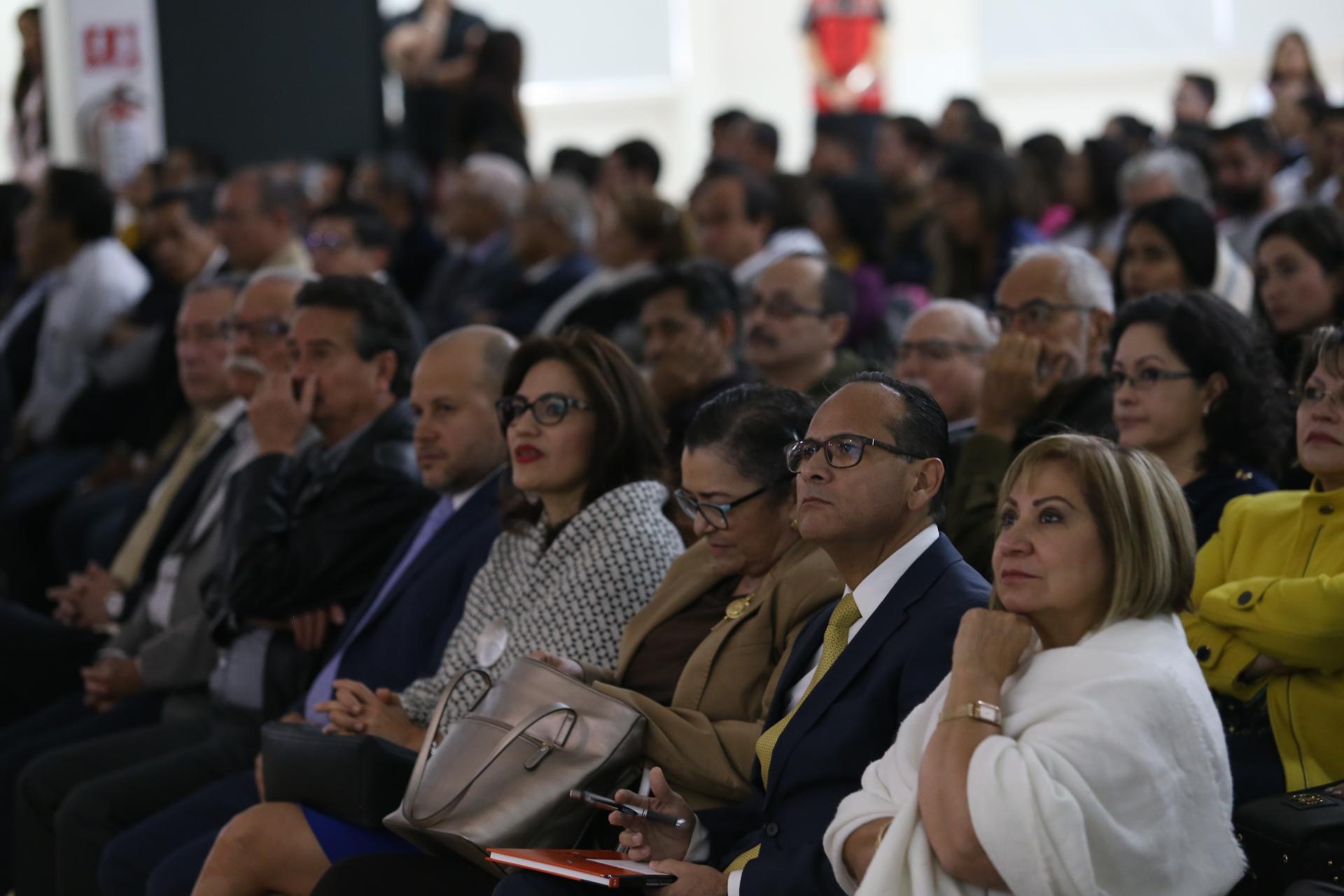 Autoridades de la universidad de Guadalajara invitados al informe del doctor Carlos Beas Zárate