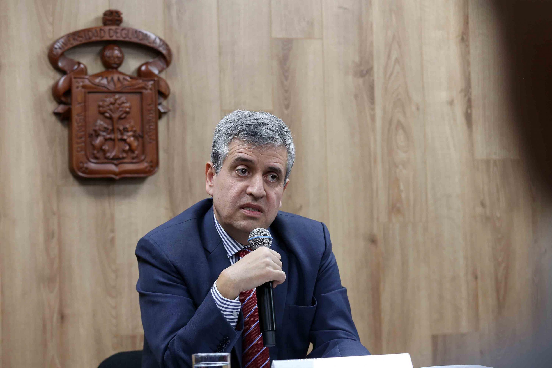 El doctor Héctor Raúl Solís Gadea hablo en rueda de prensa posterior a su registro como candidato.