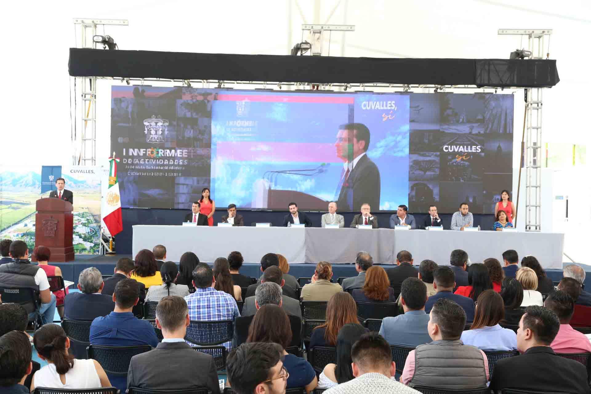 Doctor José Luis Santana Medina, Rector del Centro Universitario de los Valles; presentando su informe de actividadesa 2018, ante máximas autoridades de la Universidad de Guadalajara, comunidad universitaria, de gobierno y de la región.