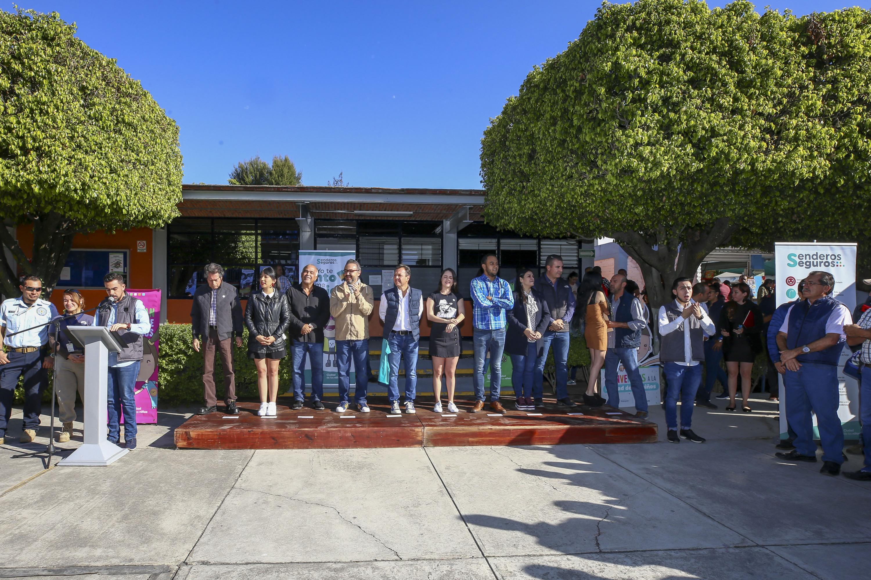 En el patio de la escuela preparatoria 8 se realizo la presentación y arranque del programa Senderos Seguros