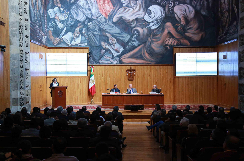 Doctora Ruth Padilla Muñoz, candidata a la Rectoría General de la Universidad de Guadalajara (UdeG) exponiendo sus propuestas ante el Consejo General Universitario (CGU) como candidata a la Rectoría General de esta Casa de Estudio