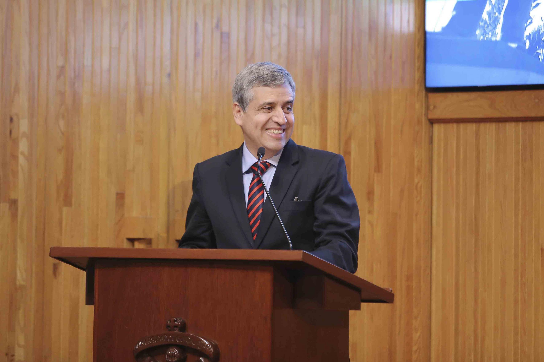Doctor Héctor Raúl Solís Gadea, haciendo uso de la palabra