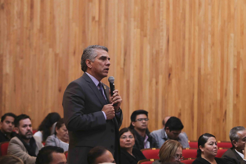 Miembro del  del Consejo General Universitario (CGU), haciendo uso de la palabra