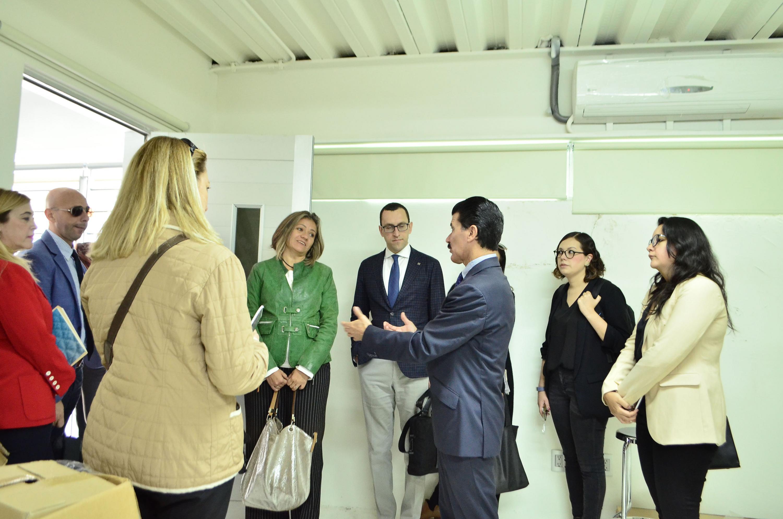 Durante esta visita se recorrieron los salones de patronaje, calzado y joyería de Diseño de Modas e instalaciones del plantel