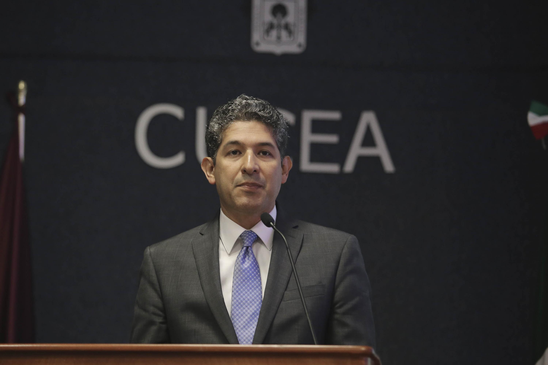 Juan Carlos Flores hablando desde el podium
