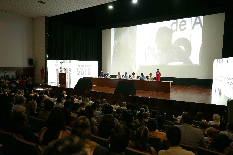 Vista panoramica del auditorio del CUCOSTA durante el informe
