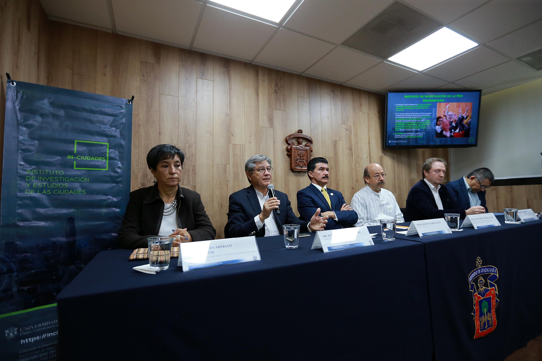 Director del IN-Ciudades, doctor Daniel González Romero, haciendo uso de la palabra en rueda de prensa
