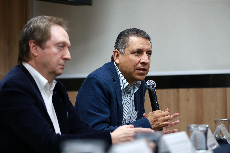 Investigador de la Universidad Autónoma Metropolitana, doctor Jesús Rodríguez Zepeda, haciendo uso de la palabra durante rueda de prensa