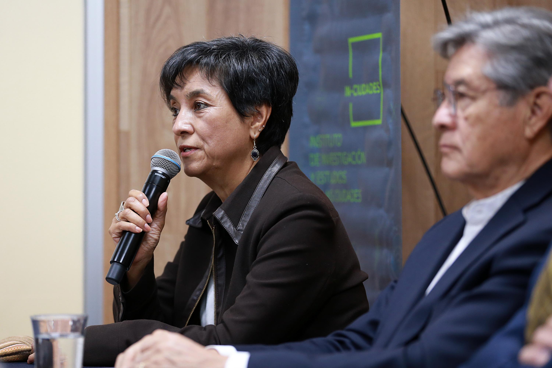 Jefa de Ciencias Sociales de la Universidad Mayor de San Simón, en Bolivia, doctora Martha Arébalo Bustamante, haciendo uso de la palabra en rueda de prensa