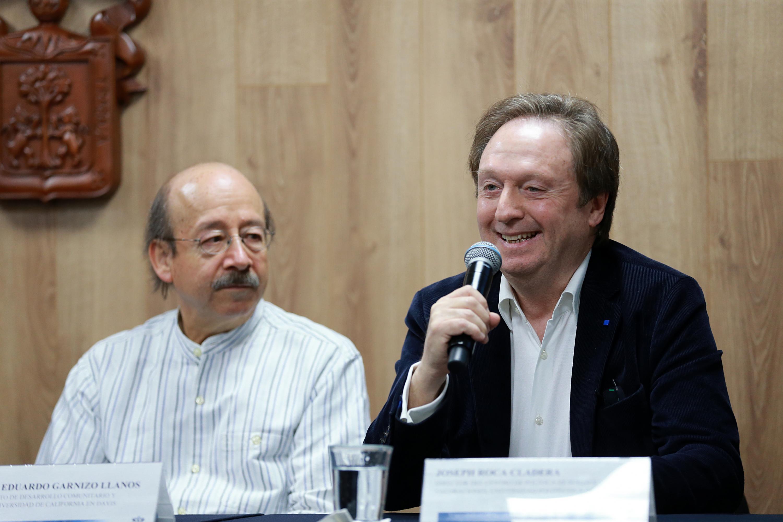 Director del Centro de Política de Suelo y Valoraciones, de la Universidad Politécnica de Cataluña, en España, doctor Joseph Roca Cladera, participando en rueda de prensa