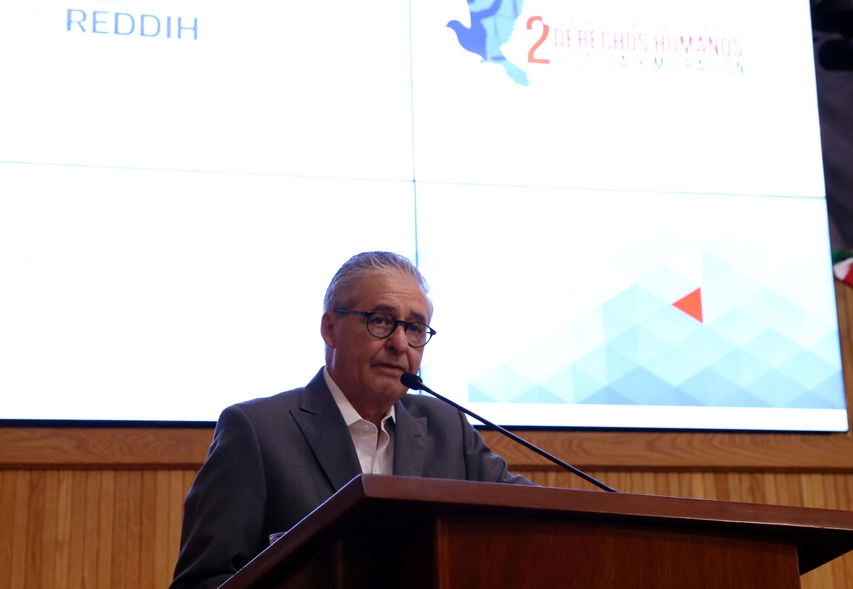 Enrique Ibarra Pedroza, Secretario General de Gobierno; en  podium del evento, haciendo uso de la palabra.