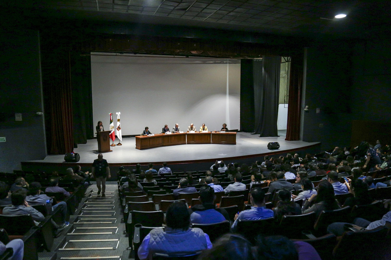 Vista panorámica del Cineforo de la Universidad de Guadalajar durante el panel de derechos humanos