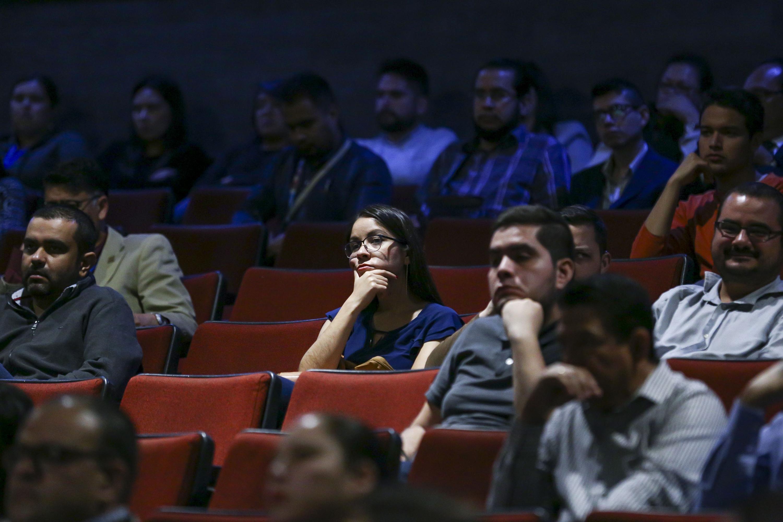 Publico asistente al panel realizado en el Cineforo Universitario