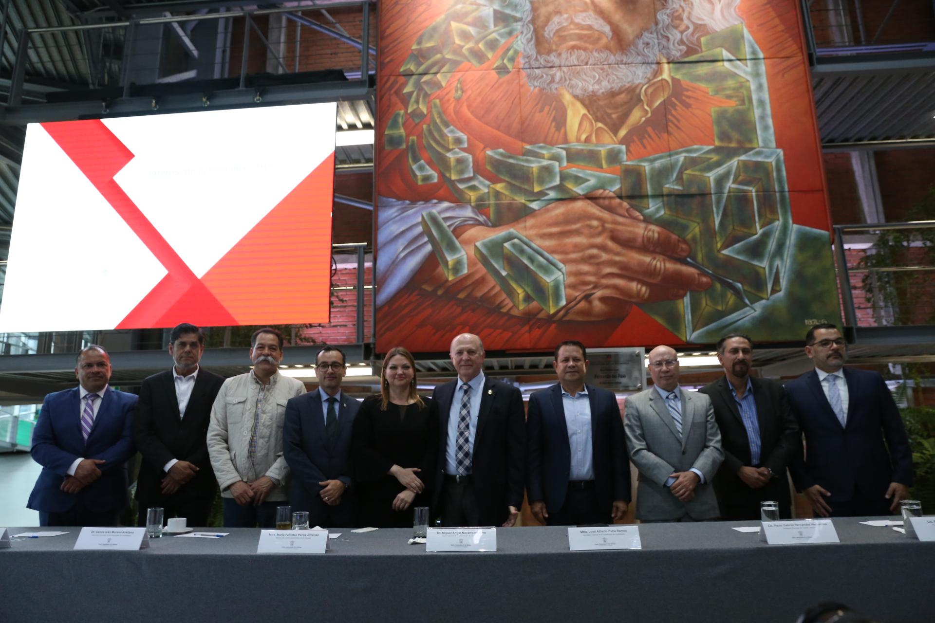 Foto de los miembros del presidium despues del  informe de La maestra María Felícitas Parga