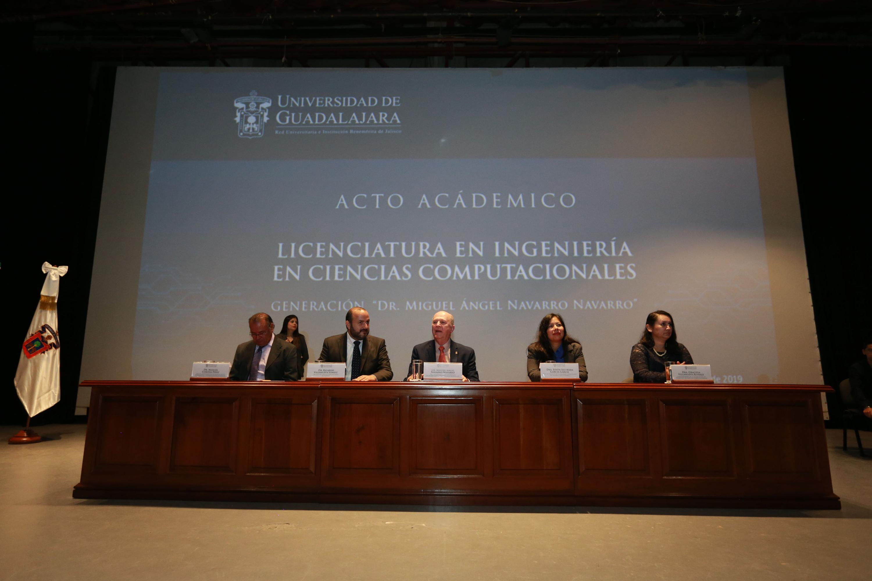 Autoridades universitarias presidiendo el acto académico de la generación de Ingeniería en Ciencias Computacionales 2013-2018 del Centro Universitario de Tonalá (Cutonala)
