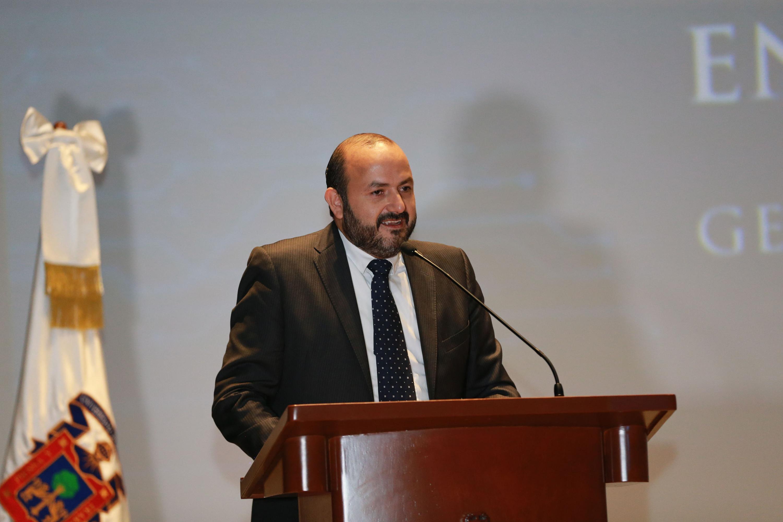 Rector del Centro Universitario de Tonalá, doctor Ricardo Villanueva Lomelí, haciendo uso de la palabra durante el acto académico