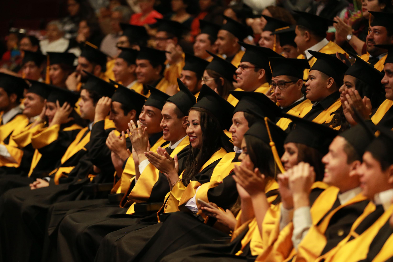 Alumnos egresados de la generación de Ingeniería en Ciencias Computacionales 2013-2018 del Centro Universitario de Tonalá (Cutonala), durante su acto académico