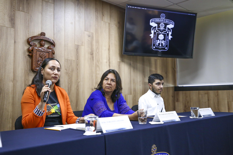 Doctora María Elena Anguiano, colaboradora del cuerpo académico inclusión y marginación en la era digital y asesora de la licenciatura en Gestión Cultural del Sistema de Universidad Virtual (UDGVirtual), haciendo uso de la palabra