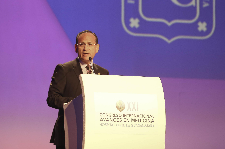Doctor Hector Raul Perez Gomez, haciendo uso de la palabra durante rueda de prensa