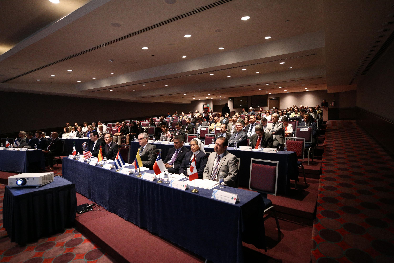 Vista panoramica del salon  con los asistentes al  IV Foro de Cooperación Institucional