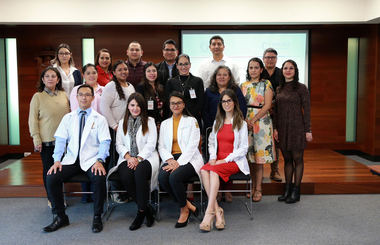 Fotografía grupal del equipo de Brigadas Moviles Medicas de la UdeG al termino del evento