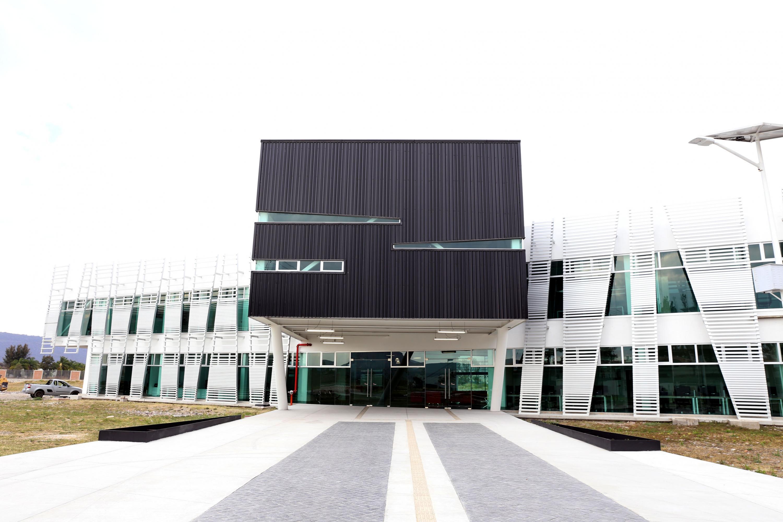 Fachada del nuevo edificio de Tutoría e Investigacion en CUCIENEGA de la UDG
