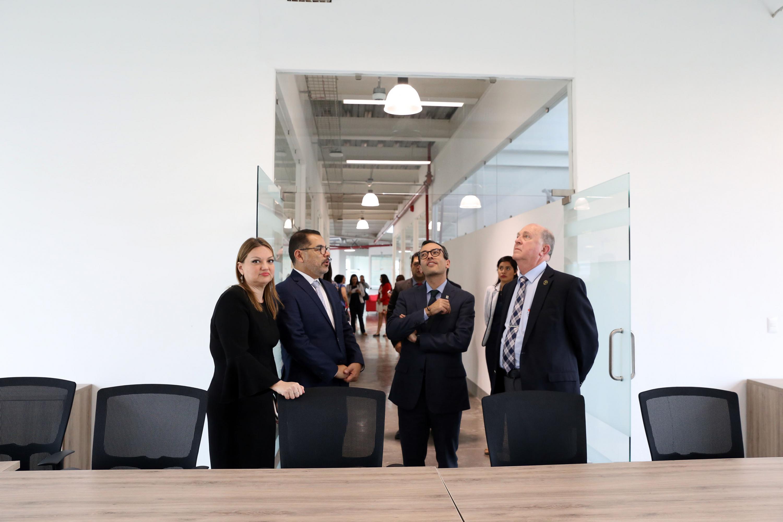 La rectora del CUCIENEGA recibio al rector general Miguel Angel Navarro Navarro durante su visita