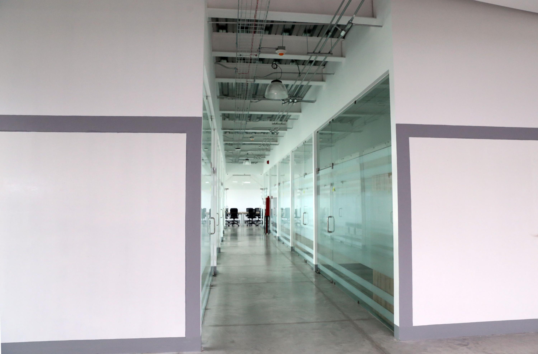 Vista de uno de los pasillos del nuevo edificio de Tutoría e Investigación en CUCIENEGA