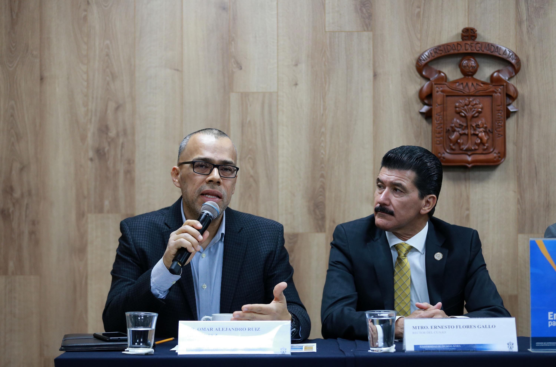 Jefe de la Unidad de Vinculación del CUAAD, doctor Omar Alejandro Ruiz Gutiérrez, haciendo uso de la palabra durante rueda de prensa