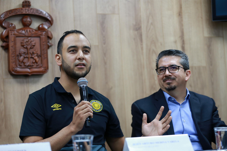 Presidente de la FEU, Jesús Arturo Medina Varela, haciendo uso de la palabra durante la rueda de prensa