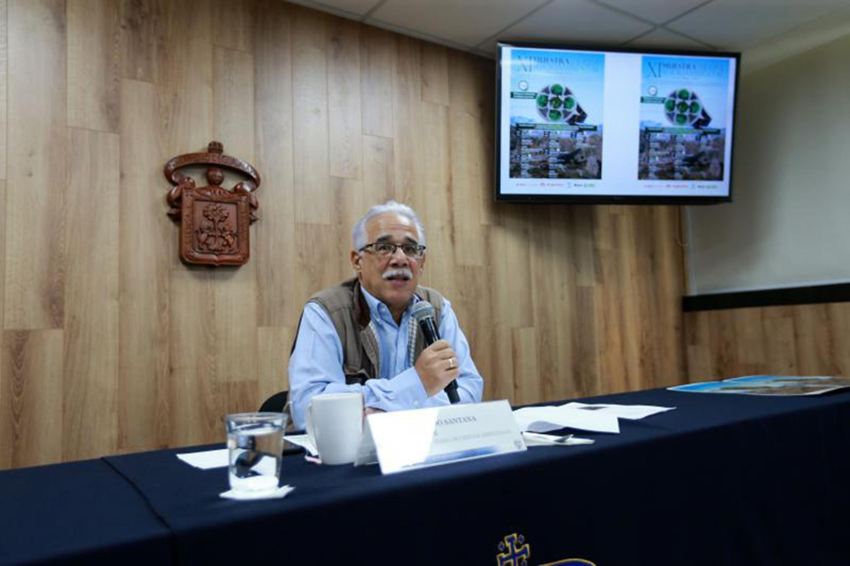 El doctor Eduardo Santana Castellón fue el unico presentador y en una pantalla se mostró el cartel de la muestra de cine