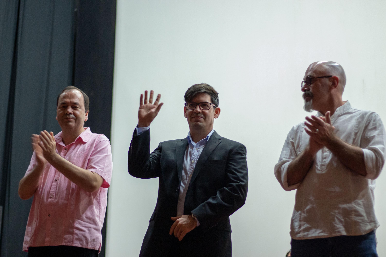 Yumey Besú Payo, Director Ejecutivo del Festival Internacional del Nuevo Cine Latinoamericano de La Habana, Cuba, realizando gesto de agradecimiento.