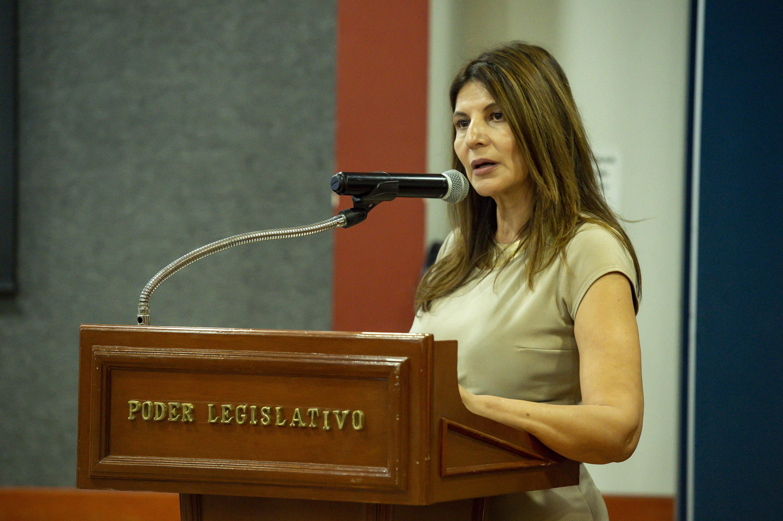 La Presidenta de la Comisión de Igualdad Sustantiva y Género del Congreso local, diputada Sofía García Mosqueda al microfono