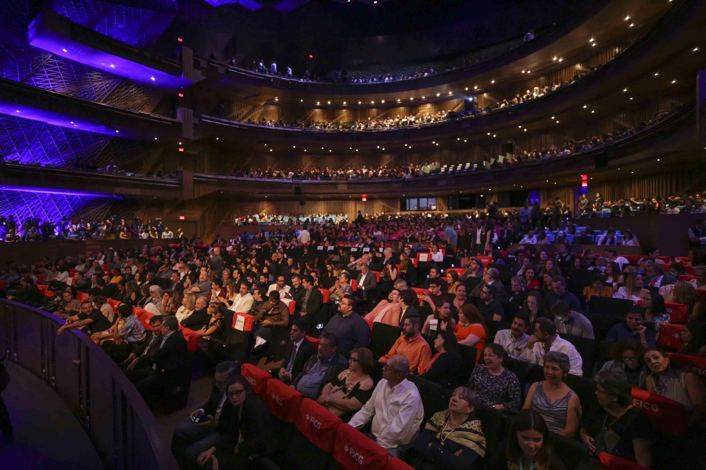 Público asistente a la ceremonia de clausura de la edición 34 del Festival Internacional de Cine en Guadalajara (FICG).