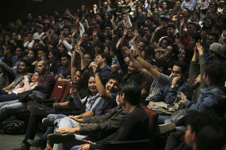Vista de los jovenes que llenaron el Cineforo de la UDG