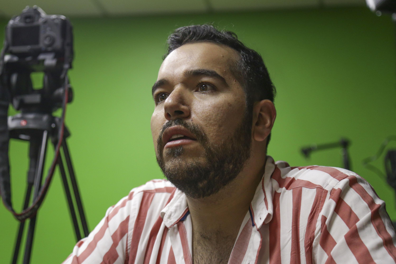 Juan Roberto Hernández Villalobos, licenciado en Comunicación Pública del CUCSH, haciendo uso de la palabra.