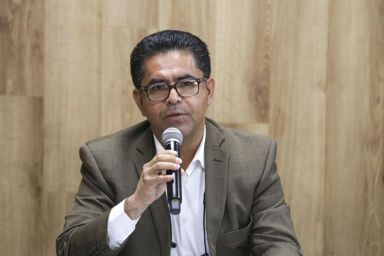 doctor Fernando Riveros Magaña es  el Subdirector de Letras para Volar