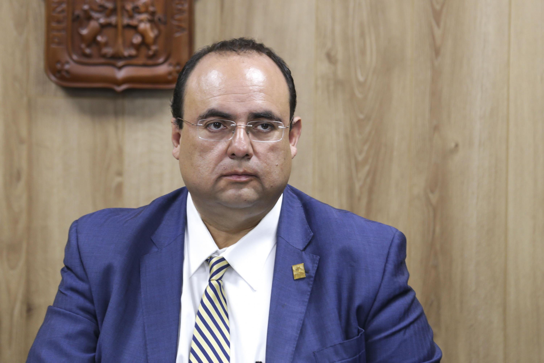 Doctor Blas Jasso Hinojosa, Presidente del Colegio Estatal de Psicólogos en Intervención en Jalisco, AC, presente en conferencia de prensa.