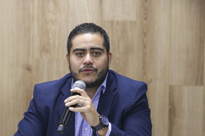 Licenciado Daniel Robles de León, Diputado Local de Movimiento Ciudadano, con micrófono en mano haciendo uso de la voz.