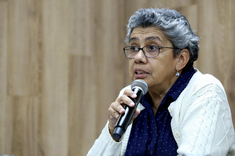 Doctora Rosa Herminia Yáñez Rosales, antropóloga, lingüista y académica del Centro Universitario de Ciencias Sociales y Humanidades (CUCSH) de la UdeG, haciendo uso de la palabra.