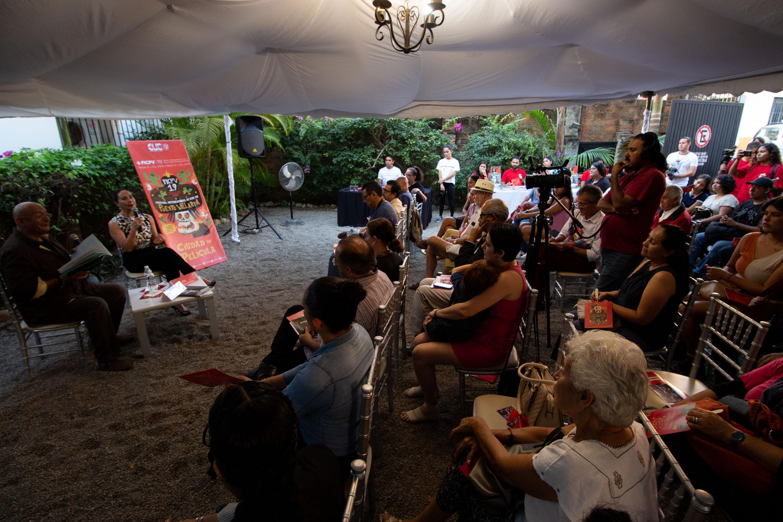 Público asistente a la ceremonia de clausura del Festival Internacional de Cine en Puerto Vallarta (FICPV), en su décimo novena edición.