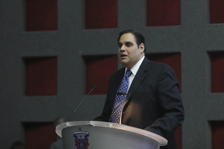 El Director del Programa de Tecnologías Sustentables de la escuela de salud pública T. H. Chan de la Universidad de Harvard, doctor Ramón Sánchez Piña, haciendo uso de la voz.